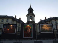 Exposition photo Steve Mc Curry sur la place de la Mairie à Rennes